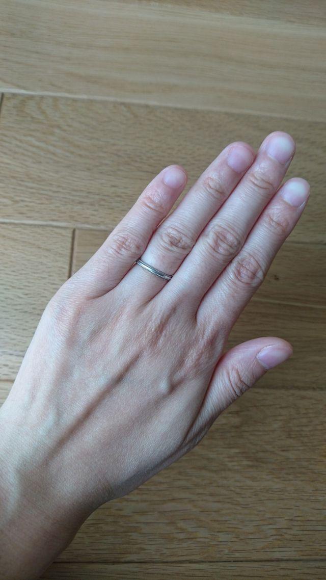 女性用。結婚指輪らしい華奢でシンプルなデザインです。