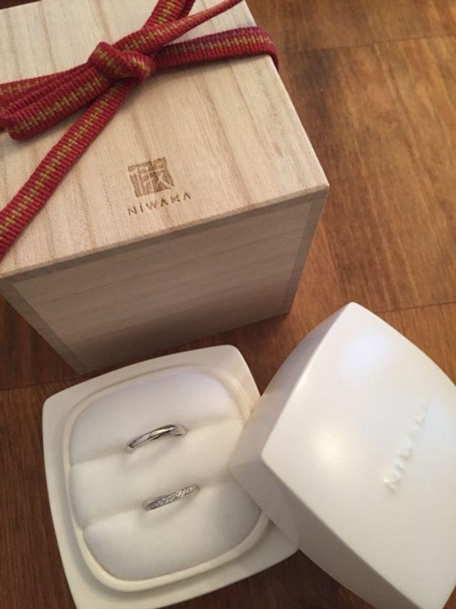 木の箱と陶器の白いケースが温もりがあって気に入っています。