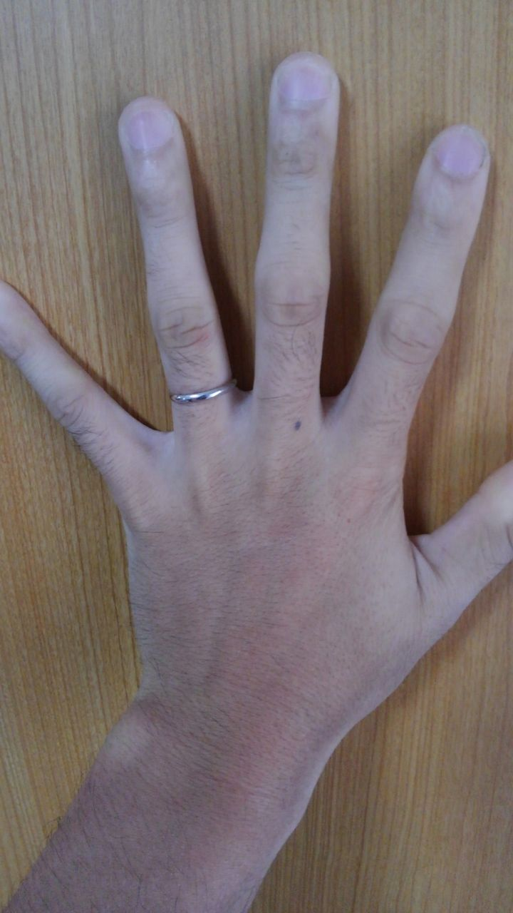 【HOSHI no SUNA 星の砂(ほしのすな)の口コミ】 仕事上、シンプルな指輪を探していました。最近は、男性の指輪もカーブが…
