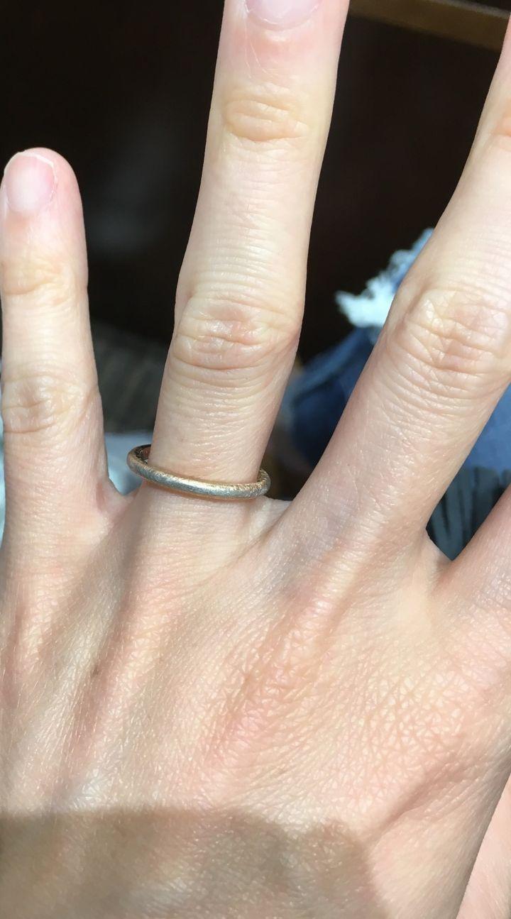 【TIARA(ティアラ)の口コミ】 コンビネーション素材のシンプルな指輪を探していました。いろいろなお店…