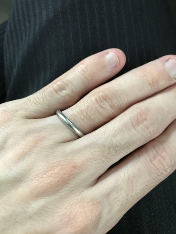 【ROYAL ASSCHER(ロイヤル・アッシャー)の口コミ】 二人とも年齢に左右されないシンプルな指輪を探していたので、ベーシック…