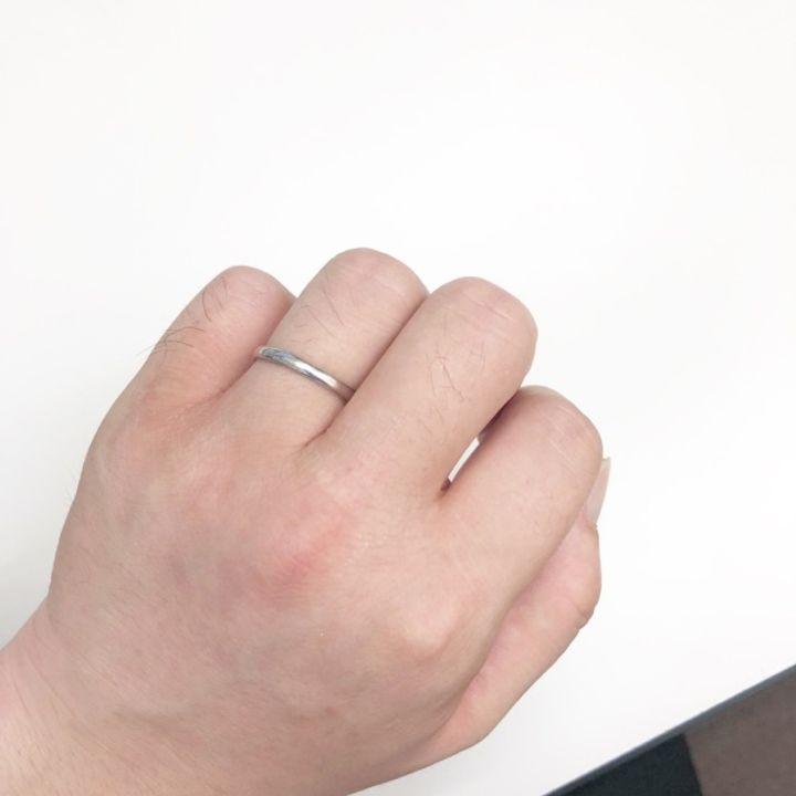 【hirai art gallery(ヒライアートギャラリー)の口コミ】 シンプルなデザインで色々探していたのですが、この指輪は内側が非常に滑…