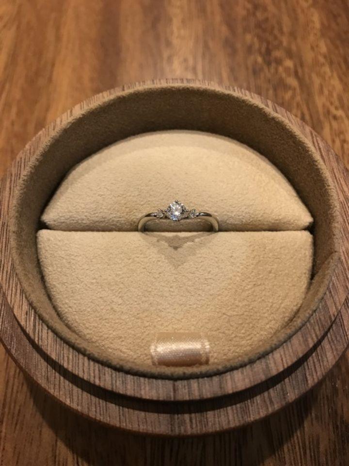 【COLANY(コラニー)の口コミ】 プロポーズするために婚約指輪を購入しました。どのデザインにするか悩み…