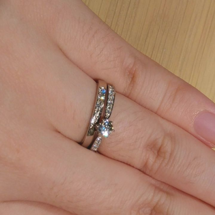 【ROYAL ASSCHER(ロイヤル・アッシャー)の口コミ】 ヨーロピアンカットのダイヤモンドの白い輝きが上品で存在感があります。…