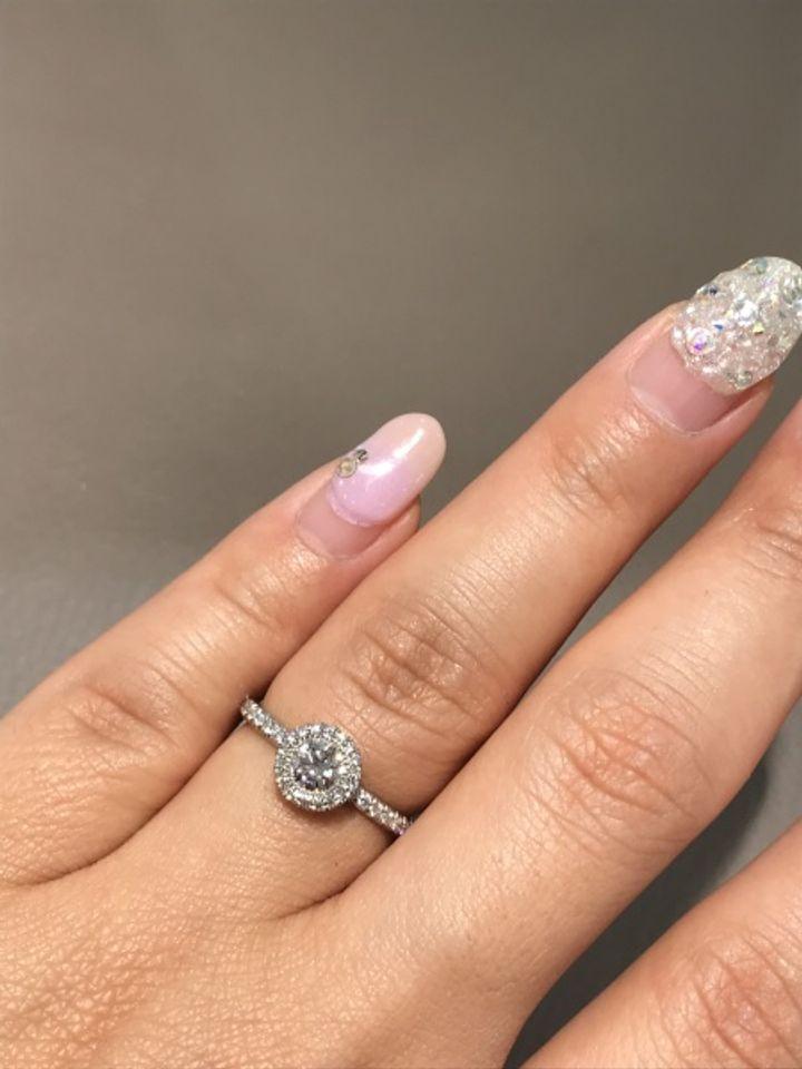 【ピアジェ(PIAGET)の口コミ】 カラットは0.3程ですが周りをグルっとメレダイヤで囲っているので大きく見…