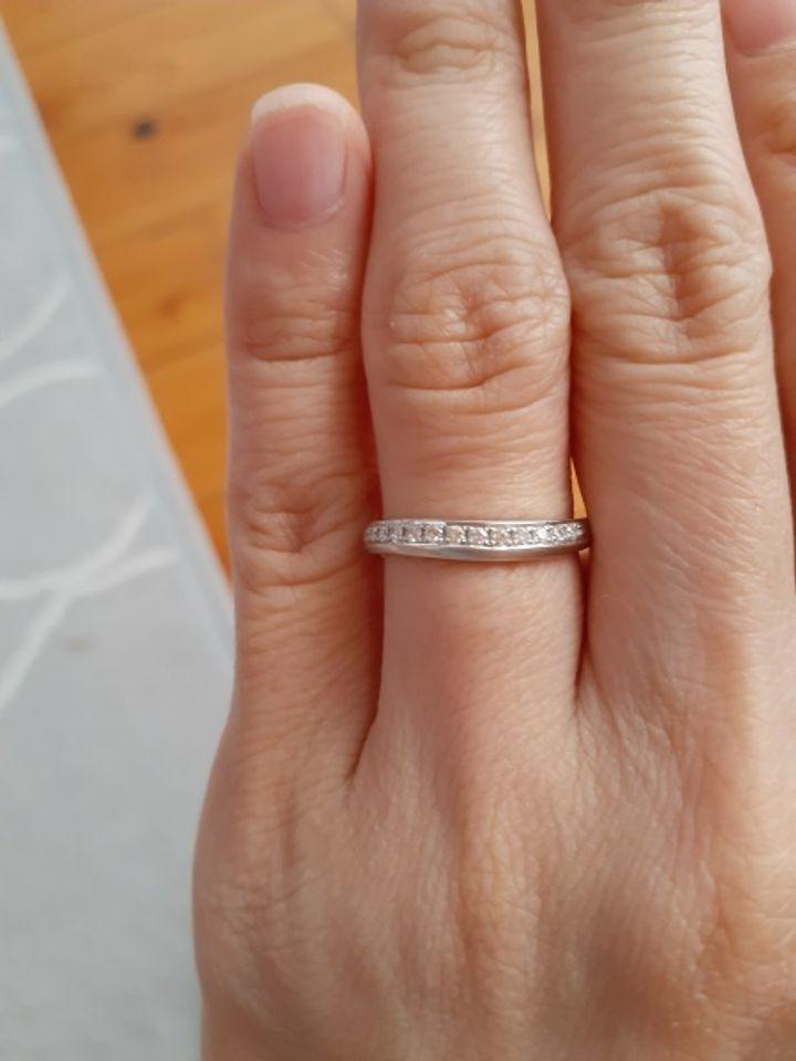 【COLANY(コラニー)の口コミ】 妹が先に結婚することになって、可愛い指輪を見つけたと喜んでいたので私…