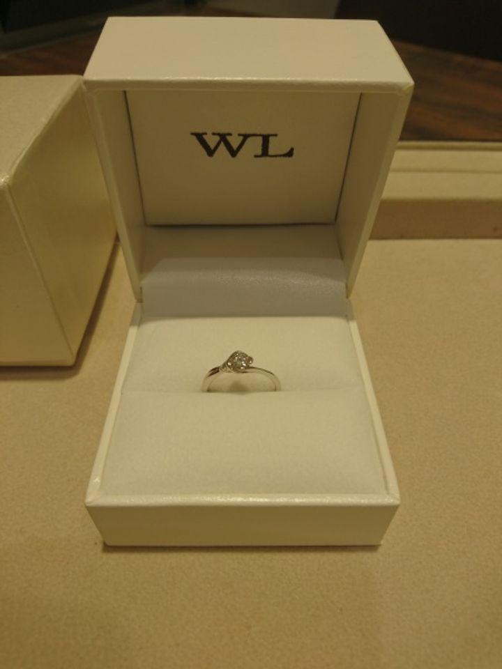 【William-LennyDiamond(ウィリアム・レニー・ダイヤモンド)の口コミ】 シンプルながら品のあるデザインで、ダイヤモンドがより際立ってみえる素…