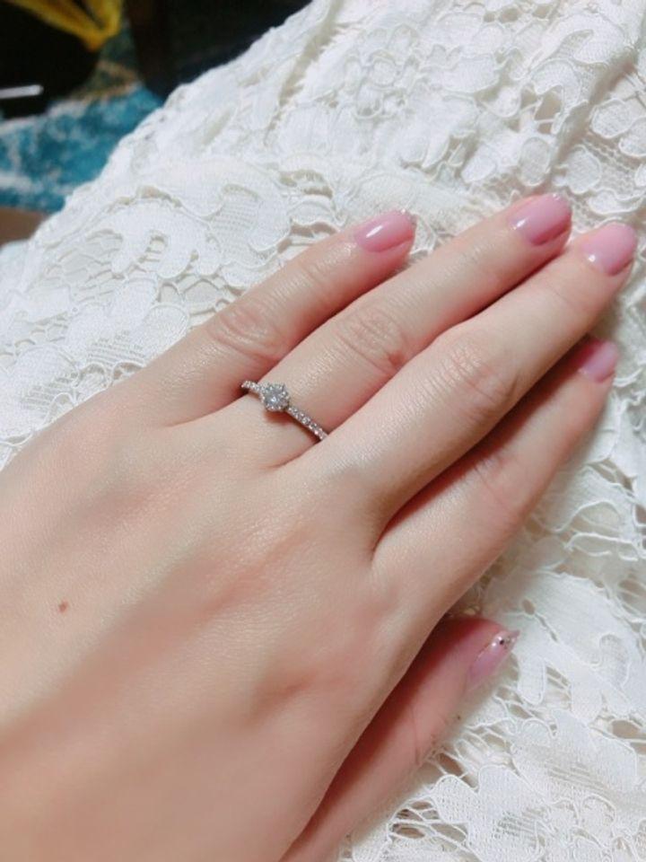 【ROYAL ASSCHER(ロイヤル・アッシャー)の口コミ】 主人がサプライズで選んでくれた指輪で、とても気に入っています! センタ…