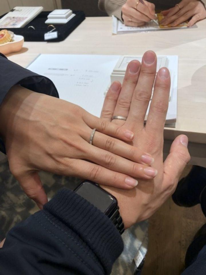 【FRAU KOBE JAPAN(フラウ コウベ ジャパン)の口コミ】 どこにもないデザインだと思います。スクエアな形のダイヤが個性的で、ス…