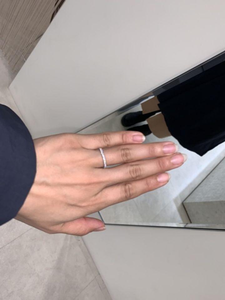 【ラザール ダイヤモンド(LAZARE DIAMOND)の口コミ】 とにかくダイヤモンドの輝きが素晴らしいです。他のエタニティとは違う石…