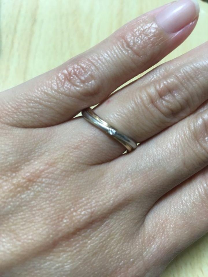 【A・D・A(エー・ディー・エー)の口コミ】 何店舗か見に行っているうちに、指輪のデザインが、ダイヤが入っていて、…
