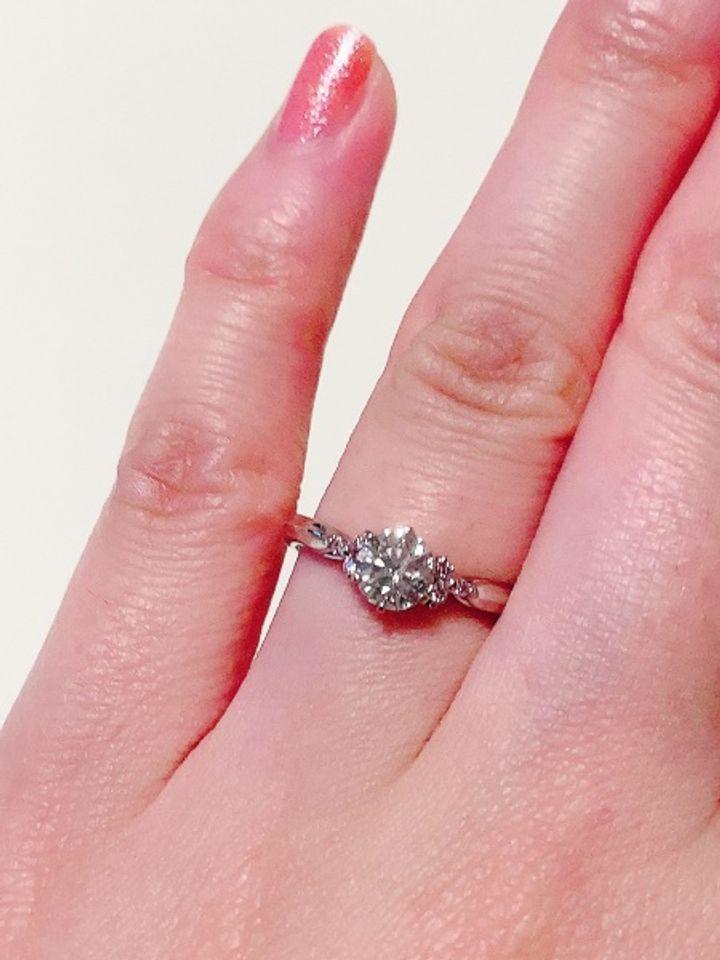 【Love Bond(ラブボンド)の口コミ】 プロポーズの時にはルースだけを頂いたので、後日2人で指輪の腕を選びにい…
