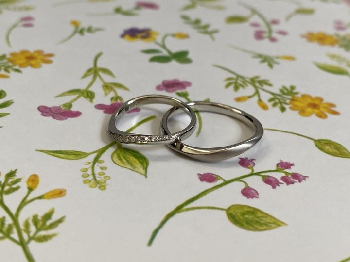 【Mariage ent(マリアージュエント)の口コミ】 指輪の捻れているデザイン、ダイヤが並んでいてとっても綺麗に見えるとこ…