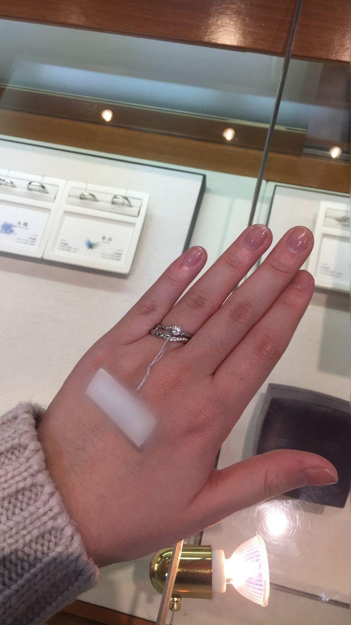 【俄(にわか)の口コミ】 婚約指輪が俄さんの露華という指輪で、セットリングの結婚指輪を見に伺い…