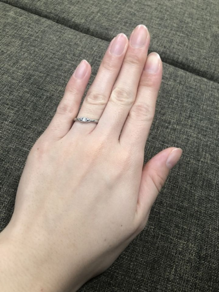 【4℃ BRIDAL(ヨンドシーブライダル)の口コミ】 ショーケースを見ているとシンデレラデザインの結婚指輪があり一目惚れし…