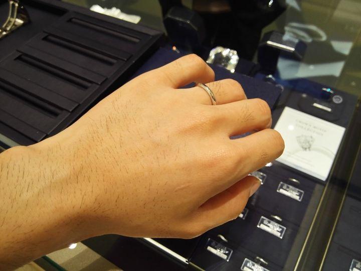【ROYAL ASSCHER(ロイヤル・アッシャー)の口コミ】 この結婚指輪は、ロイヤルアッシャーの中でも一番シンプルなストレートタ…