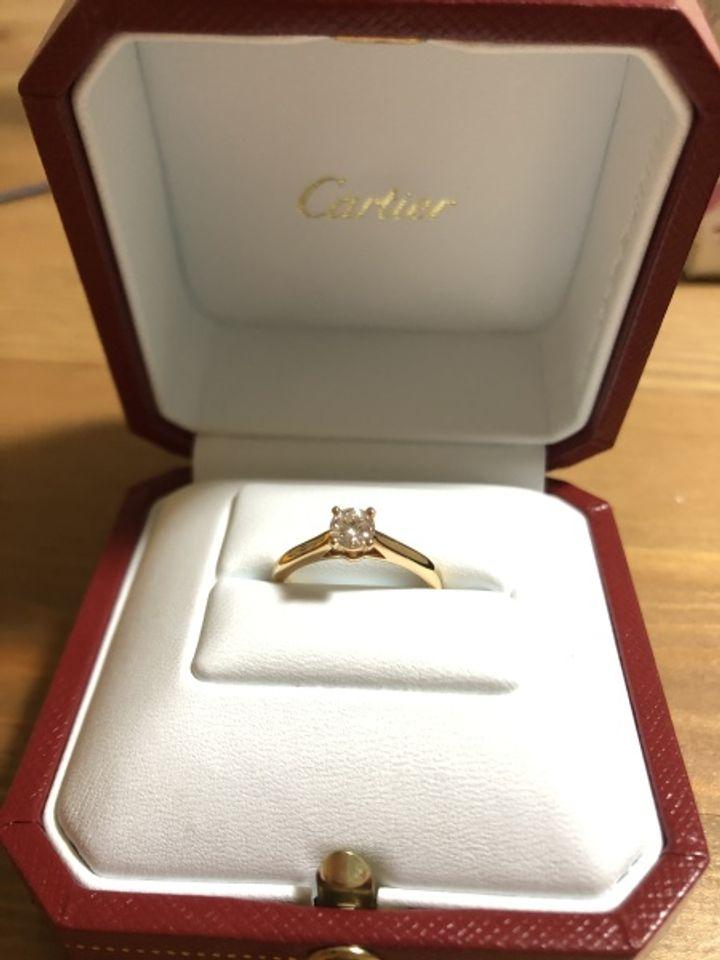 【カルティエ(Cartier)の口コミ】 王道の一粒ダイヤで年齢を重ねても使えるようシンプルなデザインのものに…