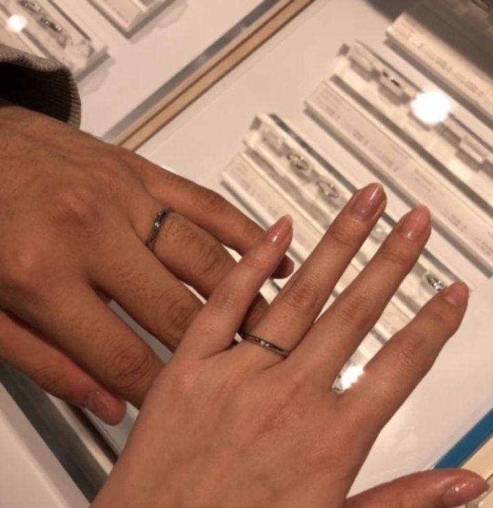 【CAFERING(カフェリング)の口コミ】 彼女のリクエストとして、結婚指輪はザ•結婚指輪といった感じのシン…