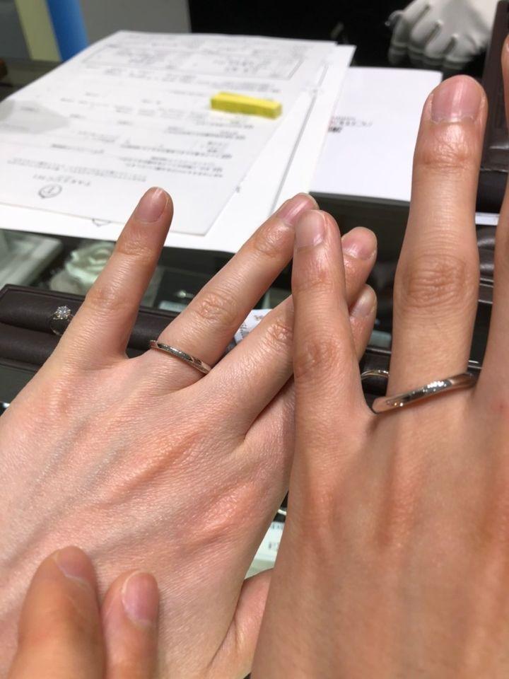 【TAKEUCHI(宝石・時計のタケウチ)の口コミ】 指輪の側面の自分側と相手側にはダイヤモンドが入っていて、上から見ると…
