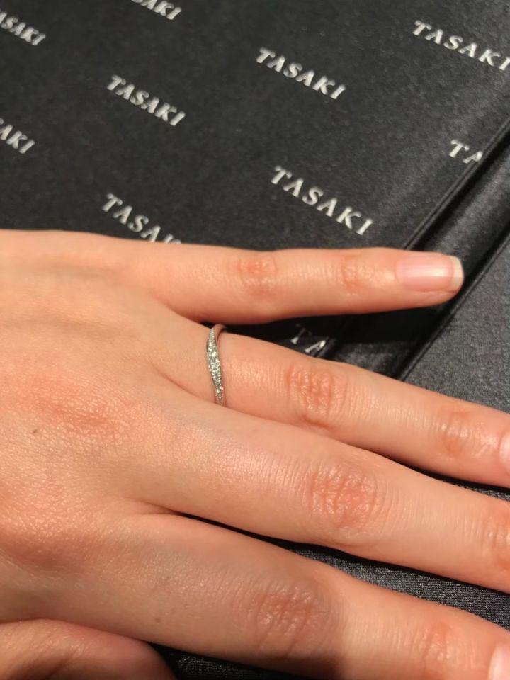 【TASAKI(タサキ)の口コミ】 素材は両方ともプラチナです。 シンプルな指輪も見せていただきましたが、…