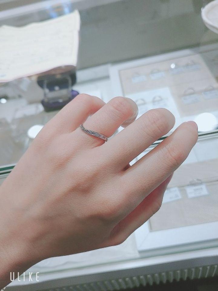 【HOSHI no SUNA 星の砂(ほしのすな)の口コミ】 婚約指輪と重ねたとき、デザインが合うかどうかを重視しました。また、毎…