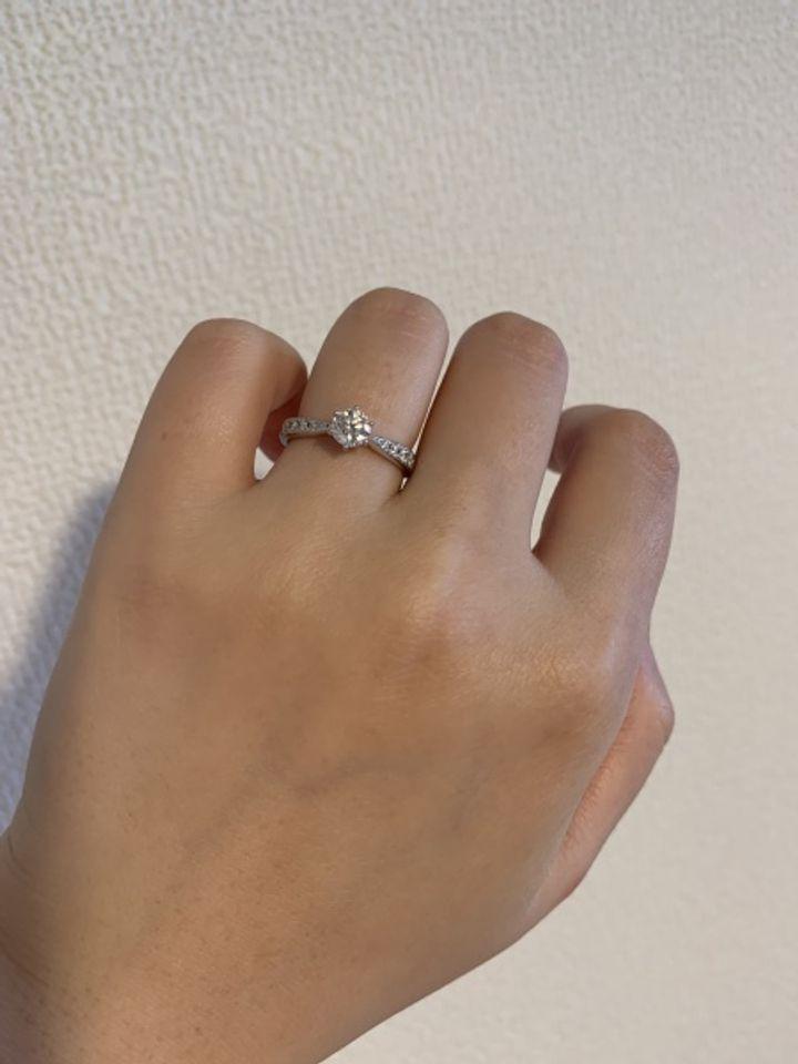 【TASAKI(タサキ)の口コミ】 アームが絞ってあるので、指がすっきりして見えるのと、センターのダイア…