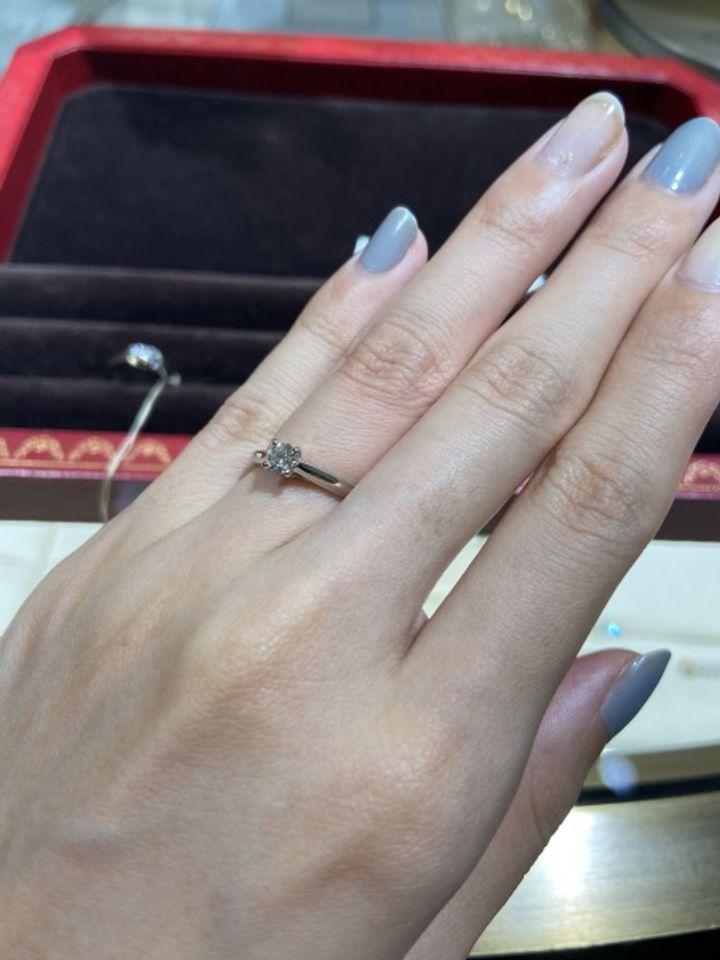 【カルティエ(Cartier)の口コミ】 指輪のデザインは、1895を選びました。自分自身があまり派手すぎるものよ…