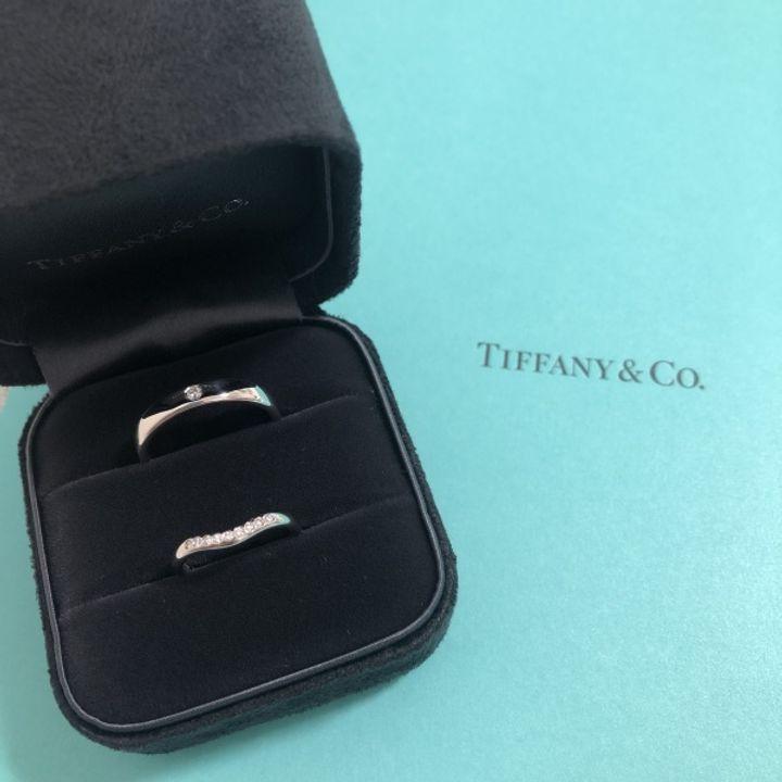 【ティファニー(Tiffany & Co.)の口コミ】 婚約指輪をTiffanyのハーモニーを貰ったので重ね付けができるカーブのある…