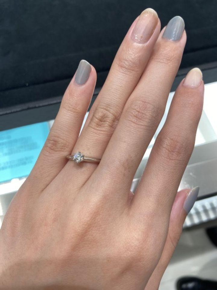 【ティファニー(Tiffany & Co.)の口コミ】 指輪のデザインは一般的なものです。奇抜なものは好きではないですしとて…