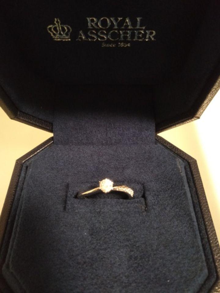 【ROYAL ASSCHER(ロイヤル・アッシャー)の口コミ】 ブランドのホームページに掲載されているこの指輪のデザインに第一印象で…
