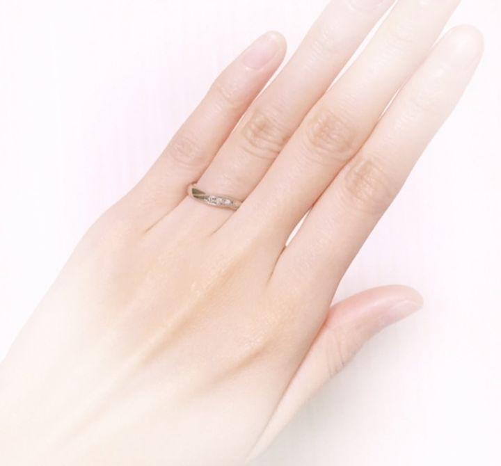 【ジュエリーツツミ(JEWELRY TSUTSUMI)の口コミ】 シルバーでカーブしているデザインの 指輪を探していました。 カーブして…