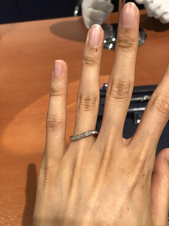 【ラザール ダイヤモンド【取扱店販売】の口コミ】 ウェーブのリングです。 大粒のダイヤから小さいダイヤまでダイヤモンドが…
