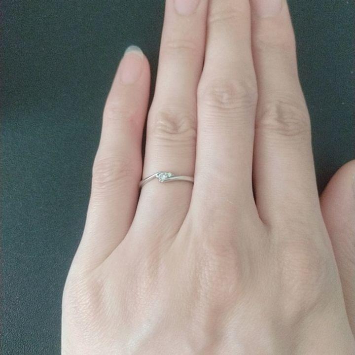 【アクセサリーPePe(ペペ)の口コミ】 気軽に普段使いが可能な婚約指輪を検討していました。 シンプルな細身のデ…