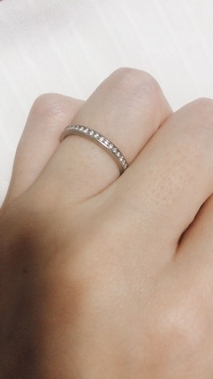 【ROYAL ASSCHER(ロイヤル・アッシャー)の口コミ】 デザインはずっと欲しかったエタニティリングで、結婚指輪と重ねて普段か…