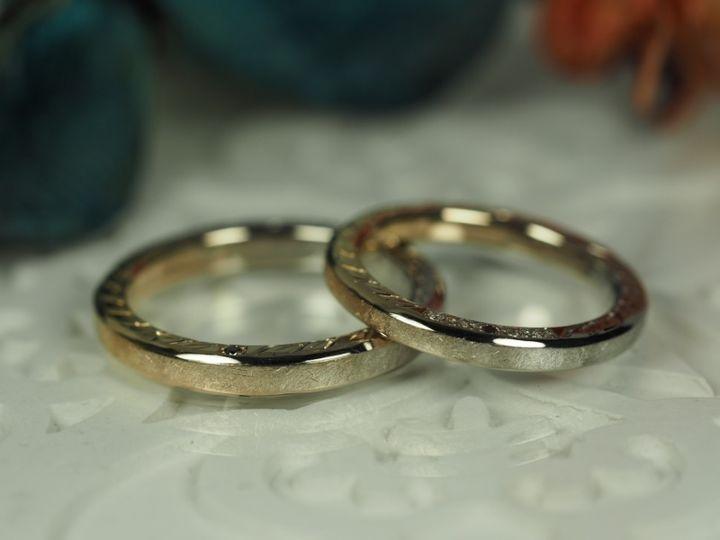 【AUROA(アウロア)の口コミ】 指輪の側面に彫っていただいた月桂樹の葉の模様は何度も打ち合わせてデザ…