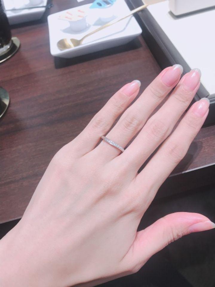【アイアイイスズの口コミ】 ウェーブが入ったもののほうが指が細く綺麗にみえると教えていただき、探…