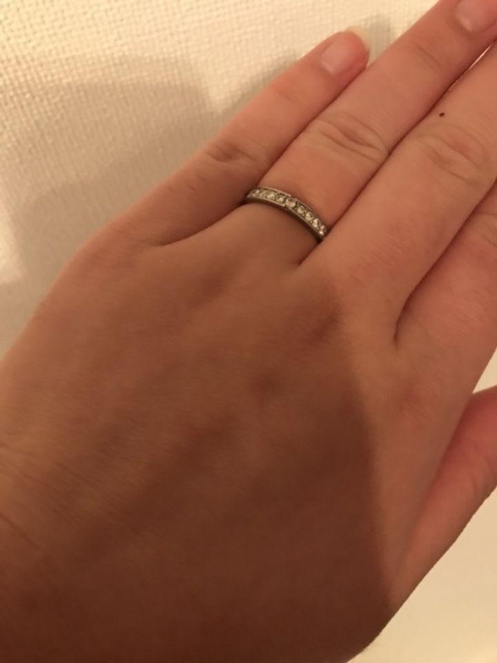 【Pink Dolphin Diamond(ピンクドルフィンダイヤモンド)の口コミ】 とにかく、ダイヤモンドがびっくりするくらい輝きます。中央部分は、ピン…