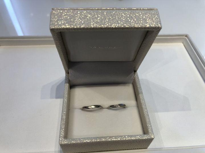 【SONARE(ソナーレ)の口コミ】 ダイヤは3石、ダイヤの周りにはミル打ちがしてありました。初め、ミル打ち…