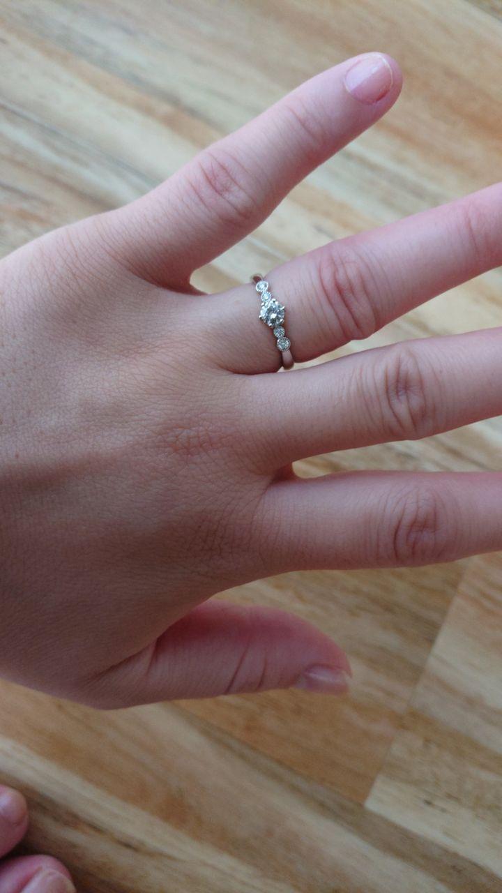 【PAVEO CHOCOLAT(パヴェオショコラ)の口コミ】 他のブランドの結婚指輪とペアで付けても違和感なくつけられること、アン…