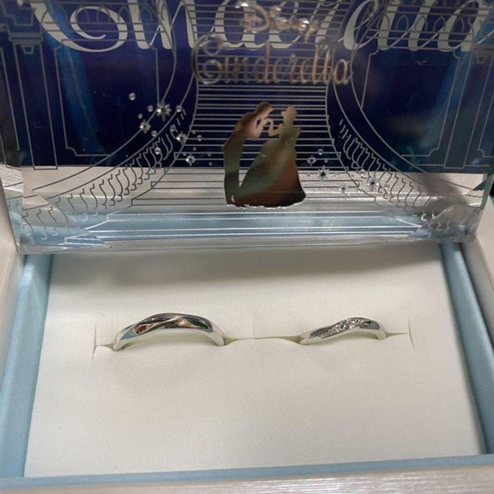 【Disney Cinderella(ディズニー シンデレラ)の口コミ】 ウェーブの形がよくて、 ブルーダイヤが欲しかった時に デザインがどスト…