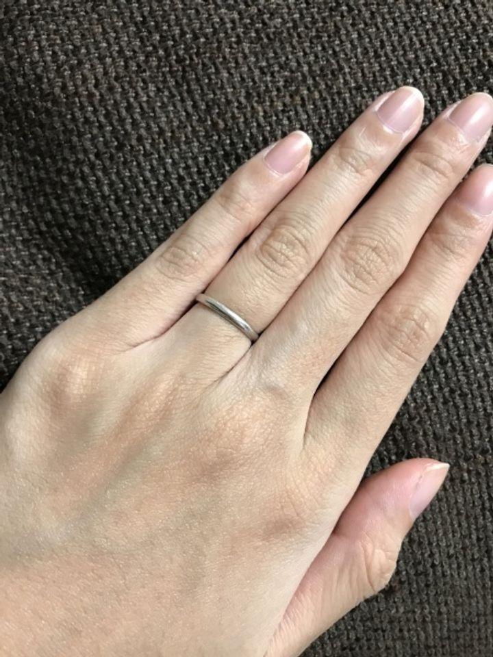【ティファニー(Tiffany & Co.)の口コミ】 指が細いので、なるべく細いリングにしようと思っていました。また、婚約…