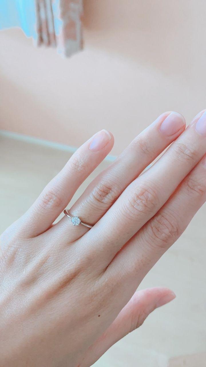 【JEWEL SEVEN BRIDAL(ジュエルセブンブライダル)の口コミ】 妻に似合いそうだと思い購入しました。見た目も大きいダイヤがついており…
