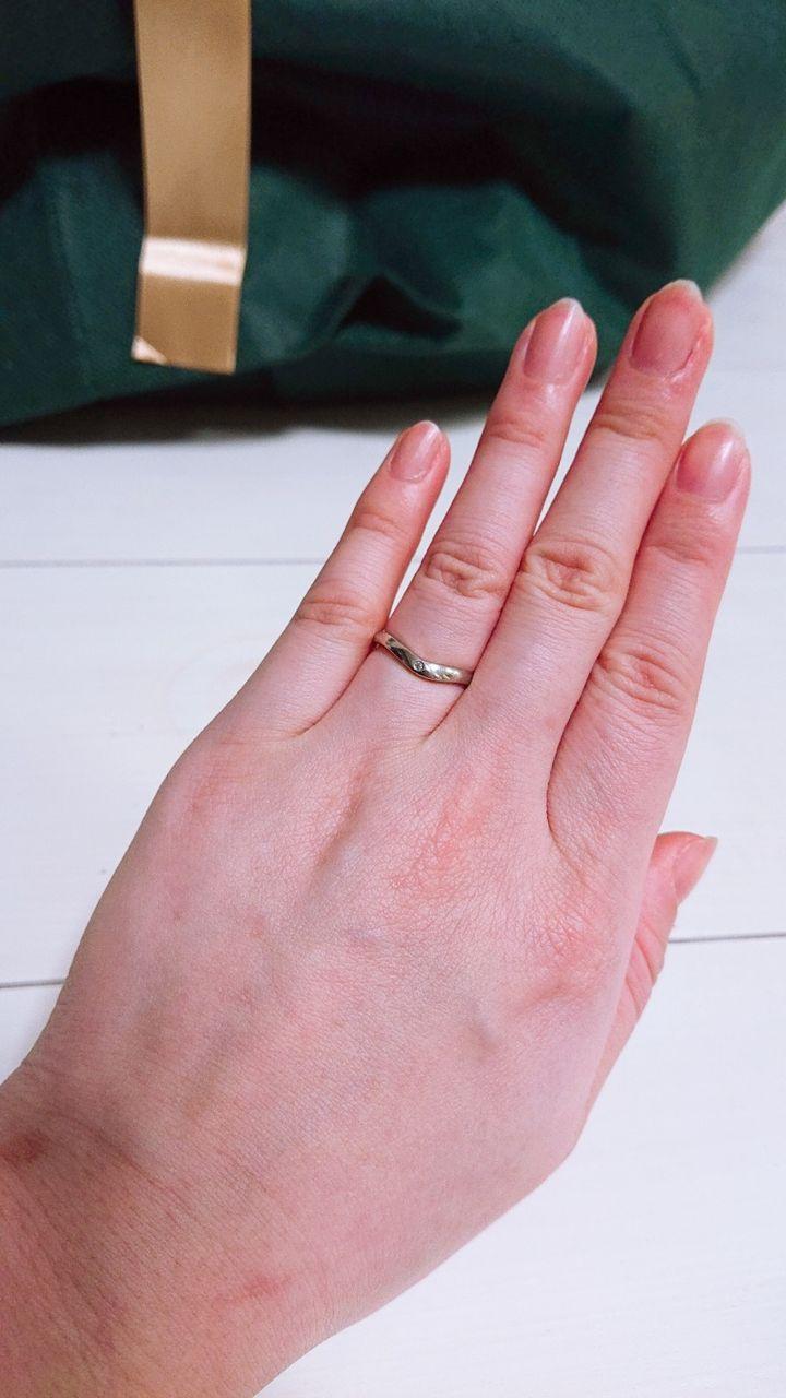 【宝石工房ヴァンモアの口コミ】 婚約指輪はお花モチーフで可愛いデザインだったので結婚指輪はシンプルで…