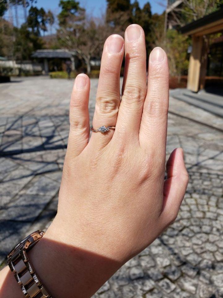 【HOSHI no SUNA 星の砂(ほしのすな)の口コミ】 流れるような曲線が美しく、短い指もスラッと見せてくれるところが気に入…
