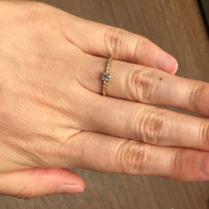 【infinitylove(インフィニティラヴ)の口コミ】 華奢なフォルムですが、ダイヤが多くキラキラとした存在感です。センター…