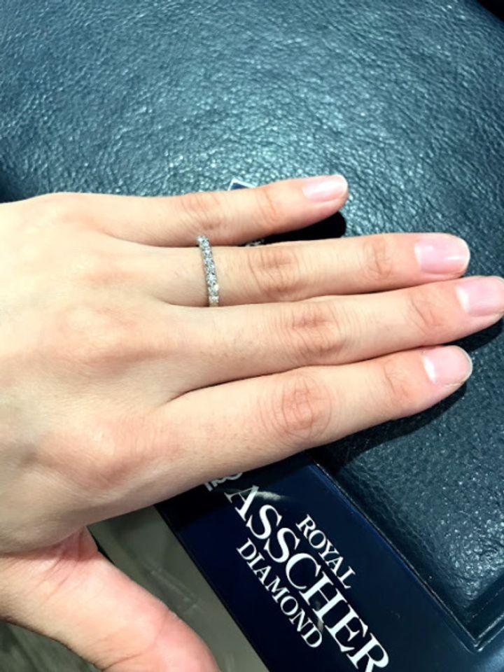 【ROYAL ASSCHER(ロイヤル・アッシャー)の口コミ】 婚約指輪として購入しました。一石の婚約指輪も憧れて試着もしましたが、…