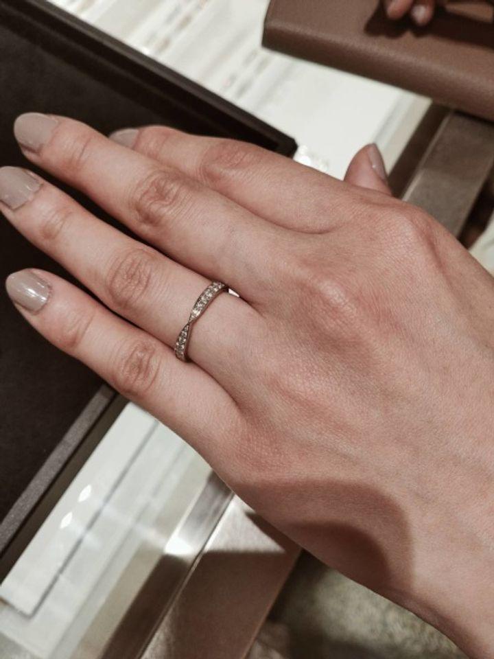 【ティファニー(Tiffany & Co.)の口コミ】 可愛らしく女性っぽい細身のシンプルなデザインが多く、またお値段も手頃…