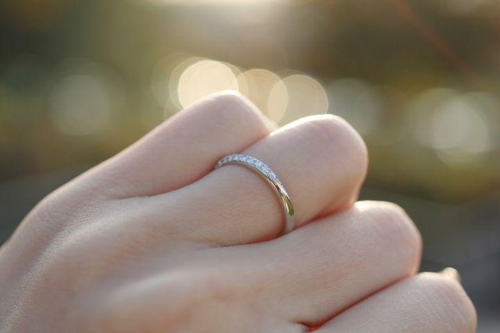 【Love Bond(ラブボンド)の口コミ】 初めはダイヤが無いもので探していましたが、こちらのリングを試着した際…