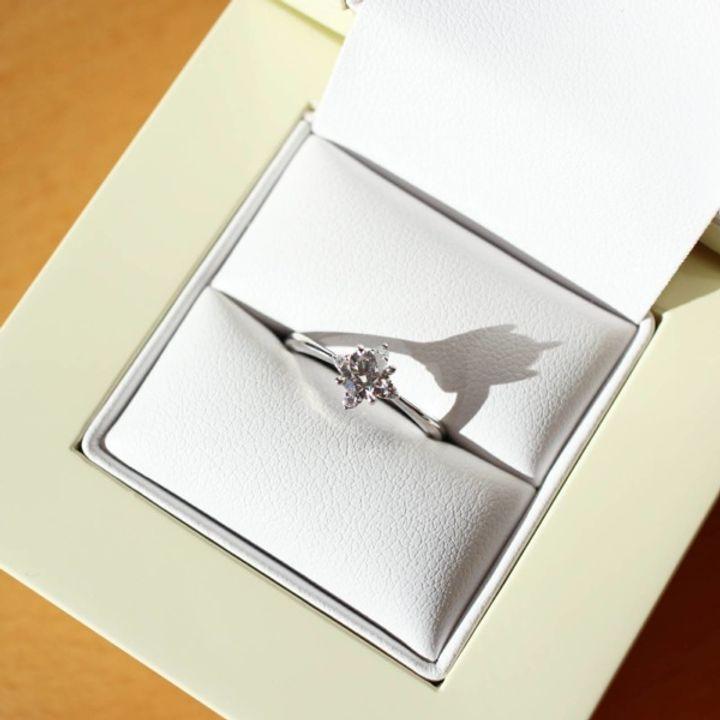【LAPAGE(ラパージュ)の口コミ】 彼女と婚約指輪を見に行き、3種類のデザインに絞り最後に残ったのがこの指…