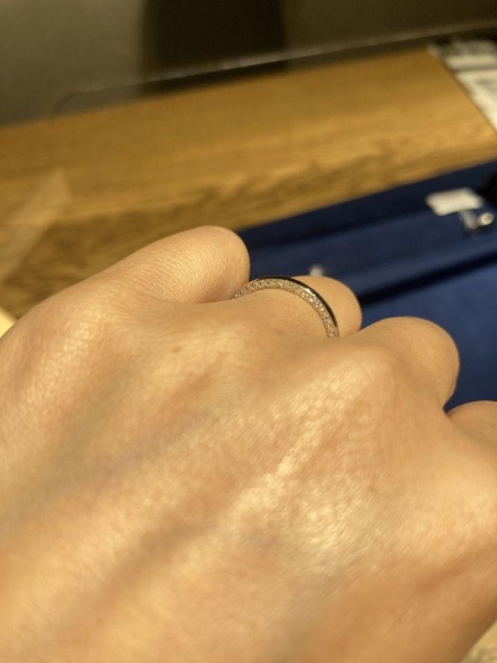 【Love Bond(ラブボンド)の口コミ】 シンプルなストレートの結婚指輪を探していました。ですが一見シンプルに…